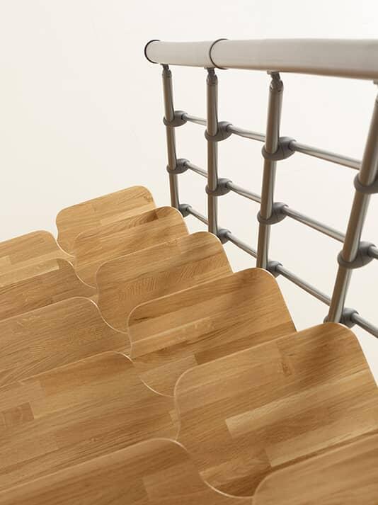 Oak 30.Xtra – Pladsbesparende trappe i stål til små rum, i kit